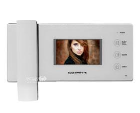 طراحی زیبا با نمایشگر 4.3 اینچ دارای فراخوان آسانسور در 2 رنگ سفید و مشکی دارای نمایشگر تنظیمات (OSD) دارای حافظه داخلی امکان حافظه جانبی: تا 16 گیگا بایت با کارت (SD) دارای ملودی زنگ متنوع امکان انتخاب زبان: فارسی و انگلیسی دارای صفحه کلید لمسی دارای تقویم قابلیت اتصال به 2 پنل درب ورودی و 1 دوربین امنیتی قابلیت عکس برداری و ضبط فیلم بهره گیری از فناوری ساخت (SMT) جنس بدنه (ABS) آنتی استاتیک،بدون تغییر در رنگ محصول